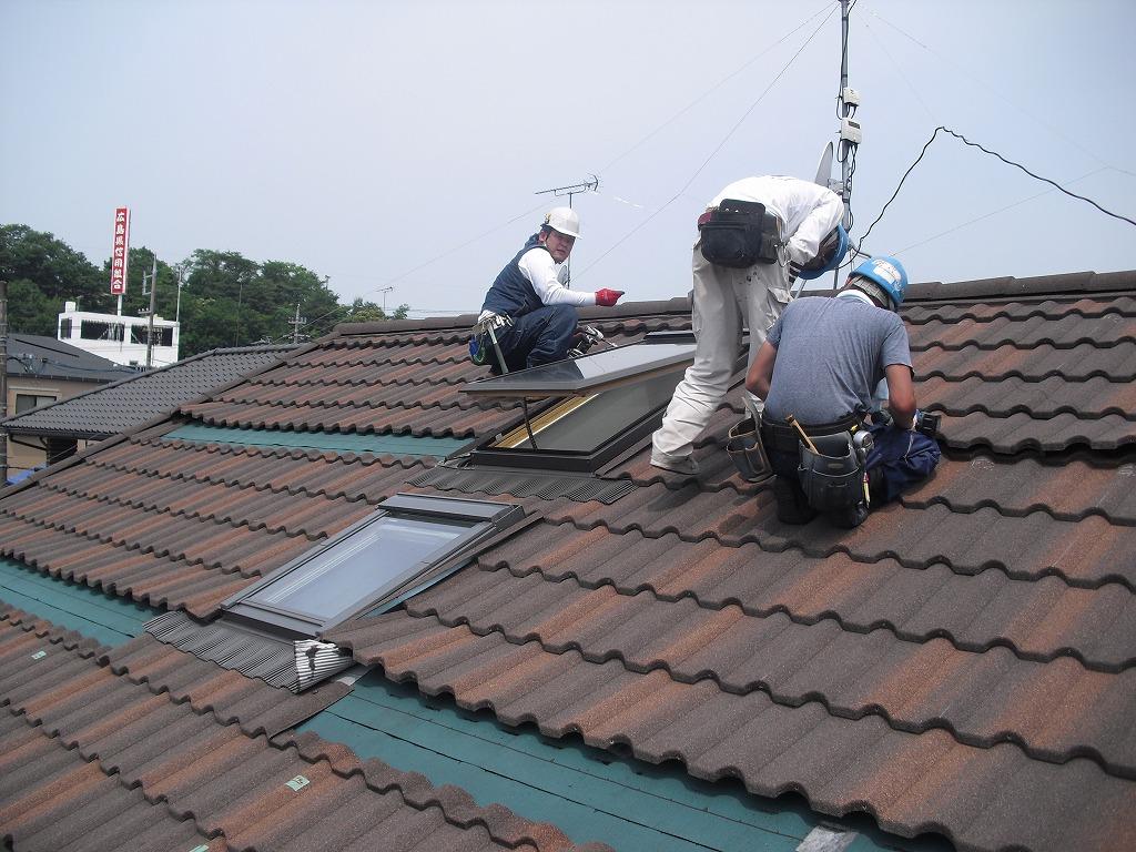 CIMG2224 太陽光発電を後付けで屋根にのせるには、屋根材によってメーカーの示す施工方...