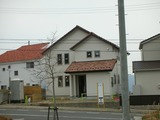 若葉台の白い家
