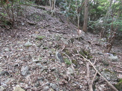 13愛宕山防空砲台コンクリート壕残骸