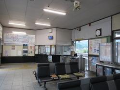 6八木駅舎待合室