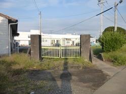 1亀山陸軍病院東門外側から
