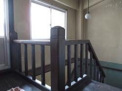 19辻徳商店3階階段