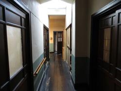 16辻徳商店2階廊下