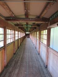 38旧奥上林小学校渡り廊下内部