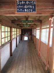 37旧奥上林小学校渡り廊下内部