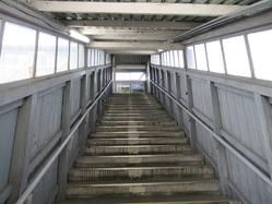 14八木駅舎跨線橋内部階段