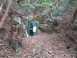 5地下壕入り口遠景