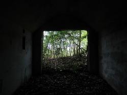6愛宕山防空砲台燃料庫壕内部2