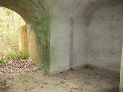 24三山木海軍火薬製造所火薬庫隧道内部