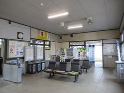 5八木駅舎待合室