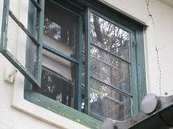 16奈良市内某所の廃洋館