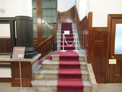 16旧大和田銀行本店階段