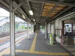 7八木駅舎ホーム
