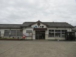 3八木駅舎正面