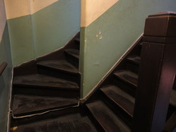 11辻徳商店分かれ階段