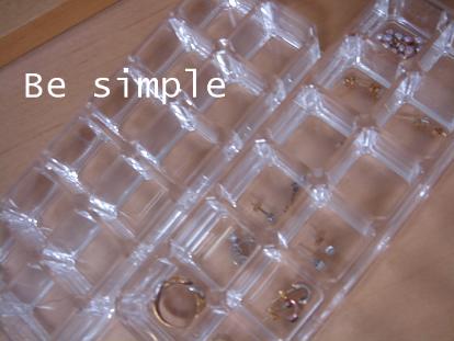 私はピアスや指輪の収納に使っています。