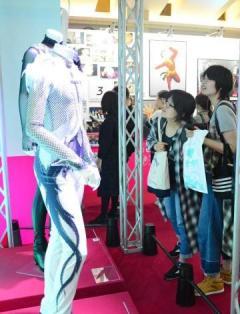 アニメ「ユーリ」企画展開幕 聖地巡礼ファン満喫 唐津市