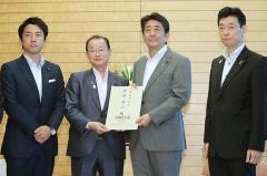 """安倍3選で""""小泉大臣""""がウワサされるワケ"""