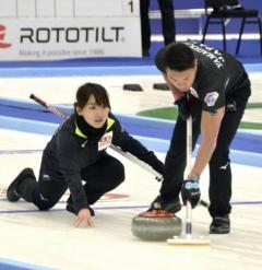 カーリング藤沢・山口組が初勝利