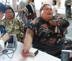 大露羅、292.6キロで角界最重量更新も「300キロを超えない」と不満