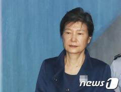朴前大統領、2審で懲役25年 1審より重い判決に 韓国