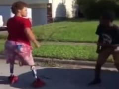 両足がない高校生の喧嘩が話題 アメリカ