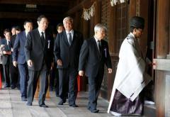 安倍首相、靖国神社に玉串料奉納 日本の議員ら集団参拝