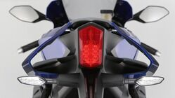 2015-Yamaha-YZF-R1-EU-Race-Blu-Detail-016