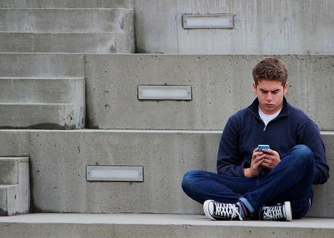 texting-1999275_640