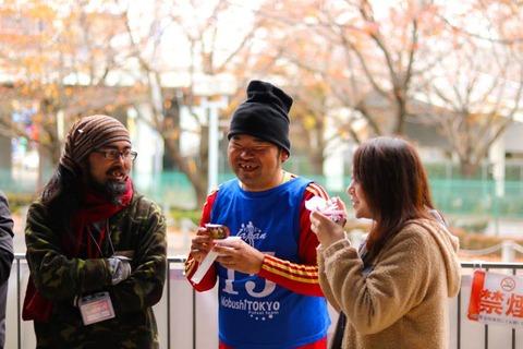 参加者、スタッフ、ボランティアの垣根を越えて談笑