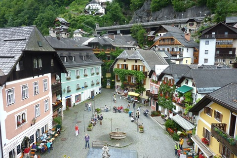 hallstatt-95953_1280_Image by David Mark from Pixabay
