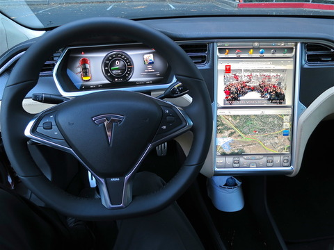 tesla_model_s_digital_panels_720