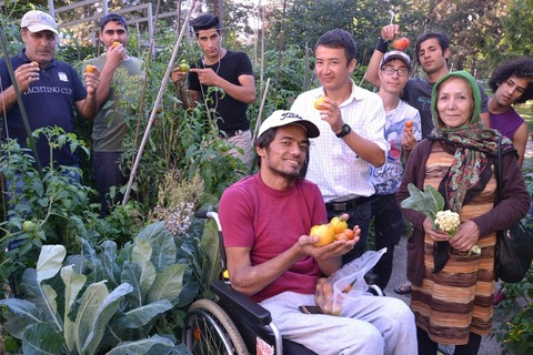 LVL_Gardening with refugees_1