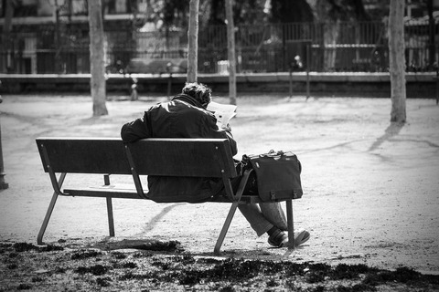 man-on-a-bench-2069539_1280