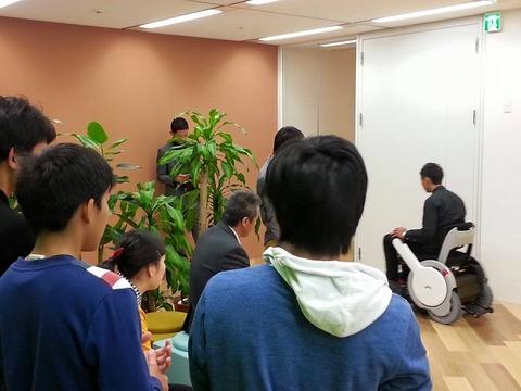 若者たちと企業訪問