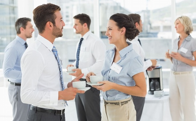 普通はさ、会社で仕事以外の話なんかしたくないよな?