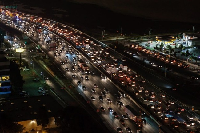 traffic-jam-1703575_1280-768x512