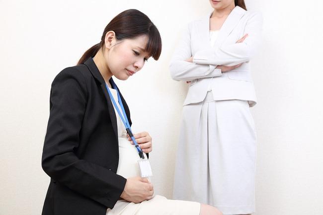 日本企業「え!?妊娠した!?出産休暇!?ダメダメ!会社辞めて!!」