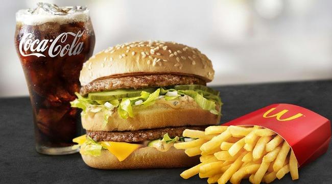 【画像】「このハンバーガーとコーラは世界で一番売れてる」理論の男、資産140億の大金持ちだった