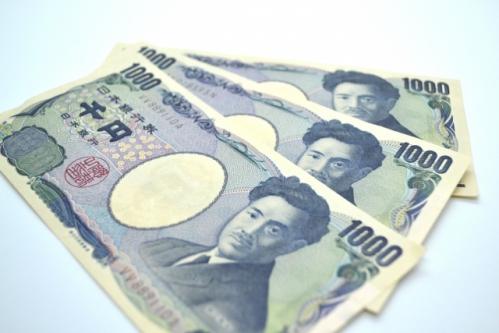 友「ふー食った食った!3000円を割り勘でひとり1500円か!」俺「待って200円割引券ある」友「お!」