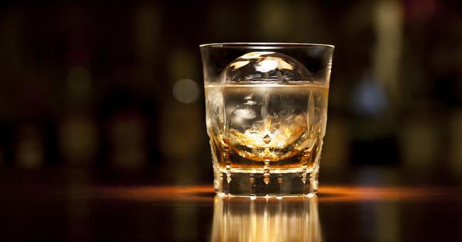 【超画像】アメリカの安物ウイスキー、容器がマジヤバと各国で話題にwwwwwww
