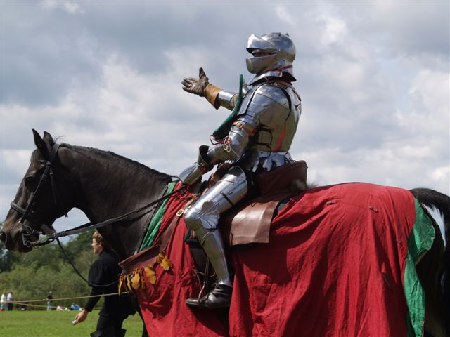 Tewkesbury_Medieval_Festival_2008_-_Mounted_knight