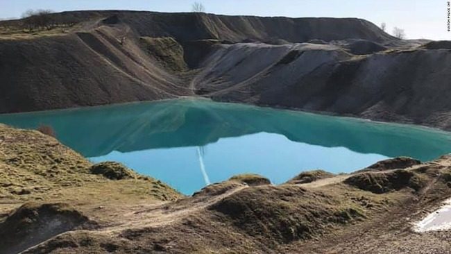 coronavirus-lockdown-blue-lagoon-uk-black
