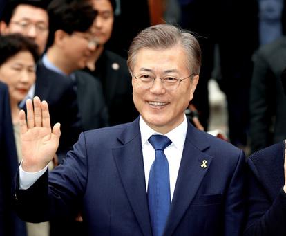 【ワロタ】ムンジェイン、中国外交員に握手を求めるも普通に拒否される