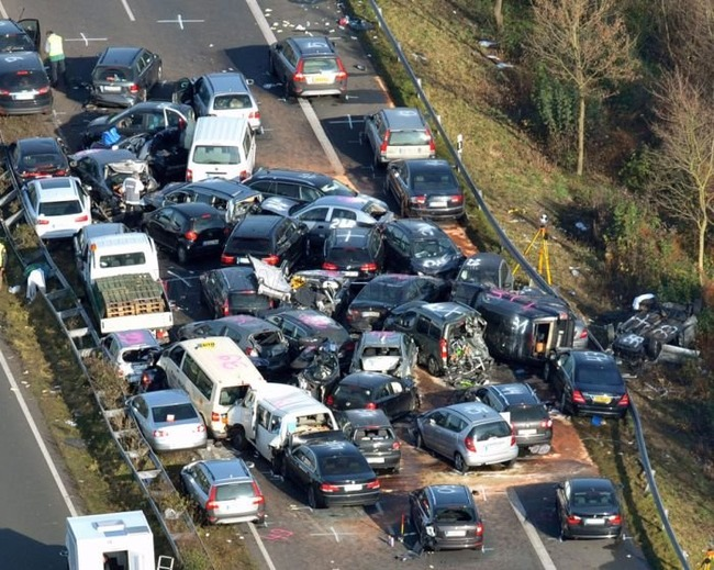 52vehicle-pileup-on-a-german-highway-a31-11