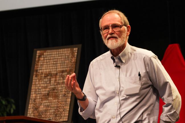 Brian_Kernighan_in_2012_at_Bell_Labs_1