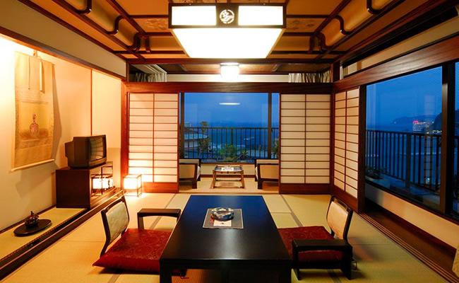 visual_title_room_02