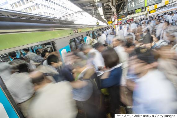 o-CROWDED-TRAIN-JAPAN-570