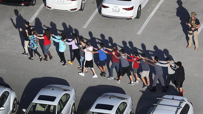 アメリカ人「アメリカって何人殺されたら銃規制を進めるの?」