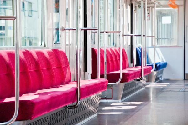 ワイ、電車で席を譲るように注意してきた正義マンを泣かせる